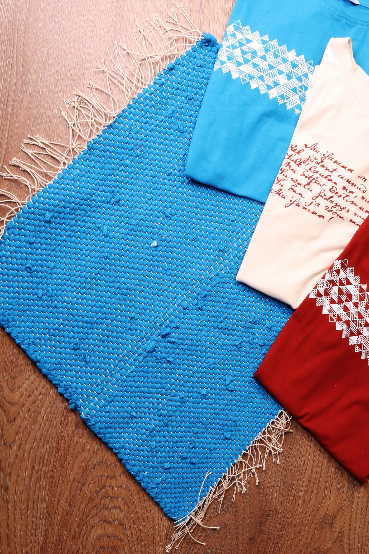 Laulupeo särkidest valmistatud sinine istumisvaip 45 x 52 cm