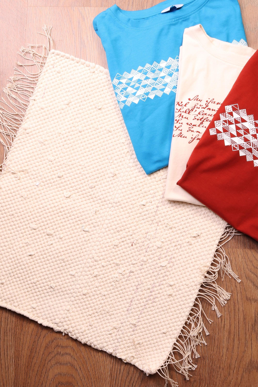 Laulupeo särkidest valmistatud valge istumisvaip 45 x 52 cm