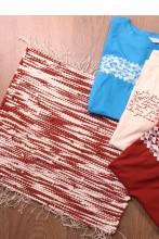 Laulupeo särkidest valmistatud valge-pruun istumisvaip 45 x 52 cm