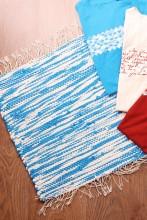 Laulupeo särkidest valmistatud sinine-valge istumisvaip 45 x 52 cm